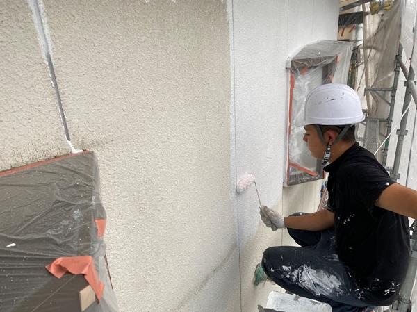 長崎県長崎市 外壁塗装 中塗り ローラー工法と吹き付け工法の違い 無機系塗料ダイヤスーパーセランフレックス (1)